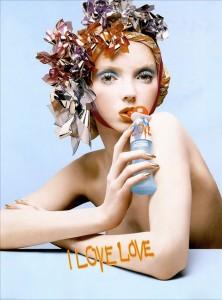 Moschino-CheapandChic-SS2005-LovePerfume-Campaign-02